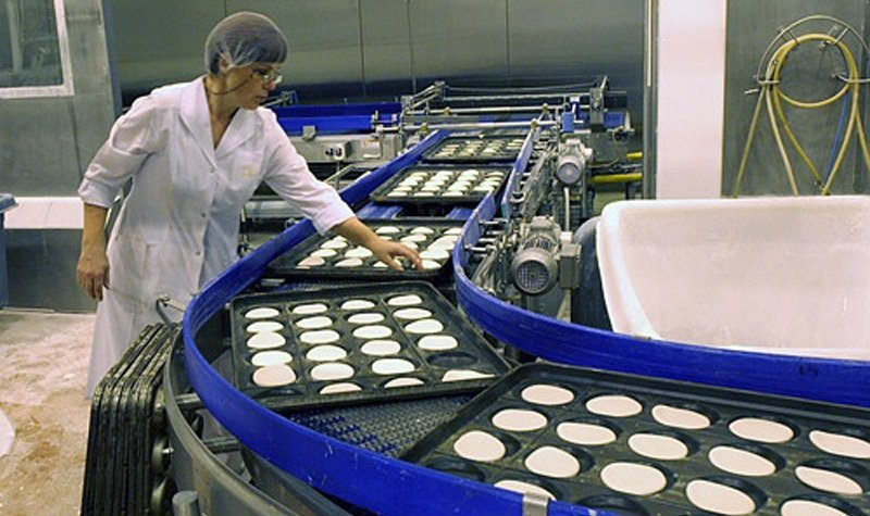 Работница конфетной фабрики