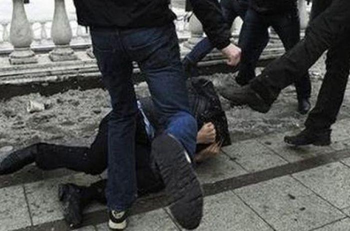 избили полицейского