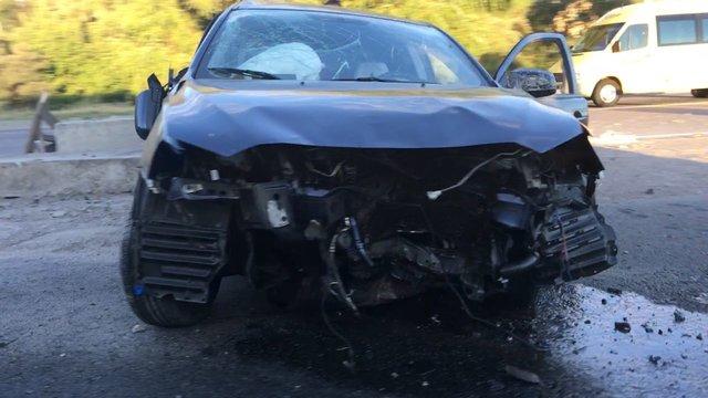 В Киеве Mercedes разбился