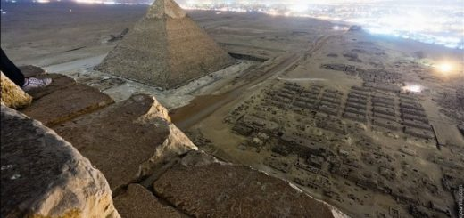 надписи на египетской пирамиде