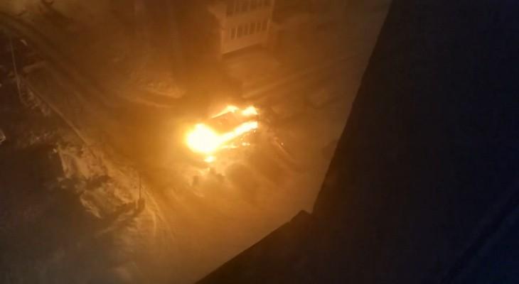 сгорел дотла микроавтобус