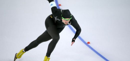 форма конькобежек из США, подчеркивающую гениталии