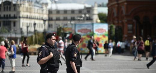 болельщицу арестовали за кражу на Красной площади